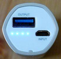 Poweradd Slim 2 - Anschlüsse und Kapazitätsanzeige